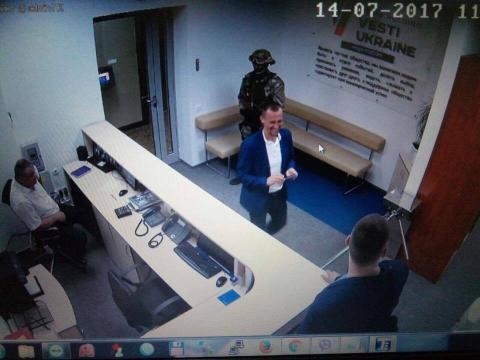 """Силовики завітали з обшуками до офісу медіахолдингу """"Вєсті"""" (ФОТО)"""