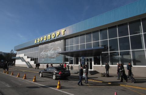Прокуратура вимагає гроші з авіакомпанії, яка щоденно літає до Криму