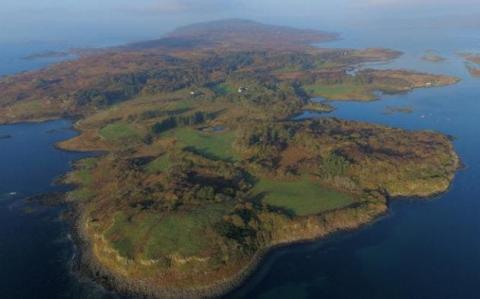 У Великобританії продають малолюдний острів (ФОТО)
