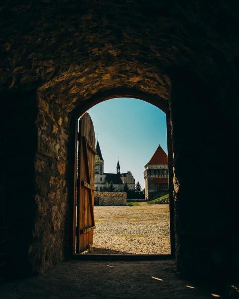 7 приголомшливих замків України, де ви не зустрінете туристів (ФОТО)