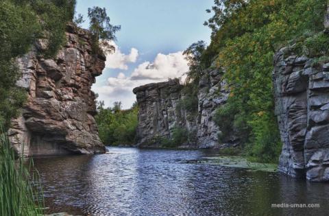 Топ-10 мальовничих місць України для літнього відпочинку (ФОТО)