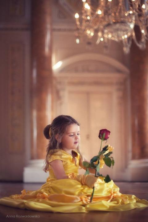 Підкорила весь світ: жінка створює казкове вбрання (ФОТО)