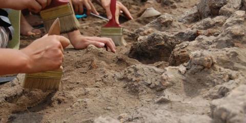 Археологи знайшли стародавнє поховання людини