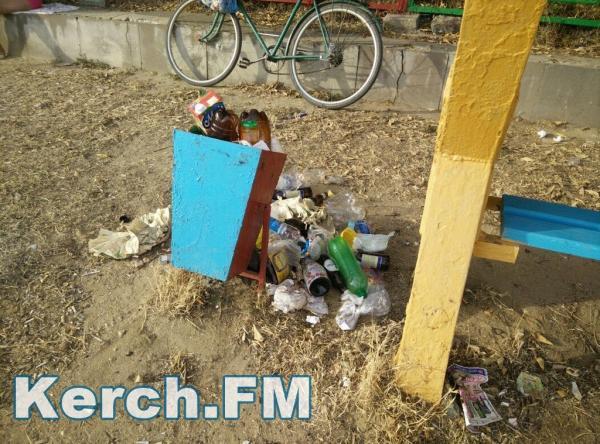 Готові до туристів: мережу вразили свіжі фото заваленого сміттям пляжу в Криму (ФОТО)