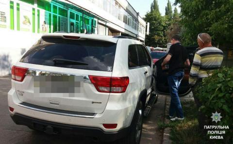 У столиці нетвереза компанія влаштувала стрілянину з автомобіля (ФОТО)