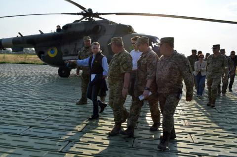 Представник Держдепу і посол США прибули у зону бойових дій на Донбасі