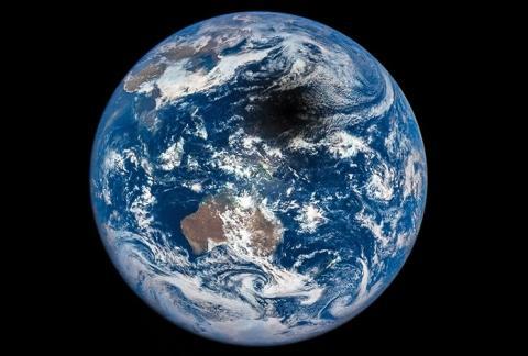 Вчені розгадали походження «загадкової тіні», що перетинає Землю