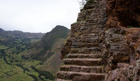 Захоплююча прогулянка наймоторошнішими сходами світу (ФОТО)