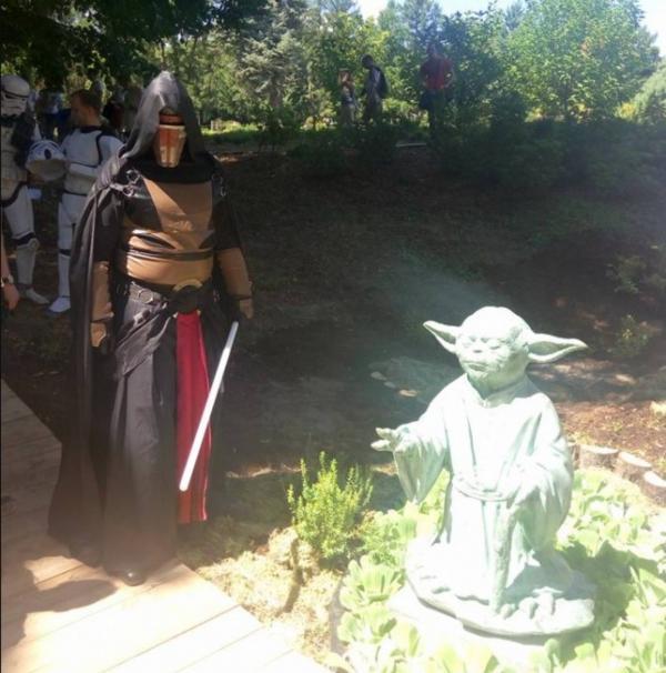 У Києві встановили першу в країні скульптуру майстра Йоди із «Зоряних війн» (ФОТО)