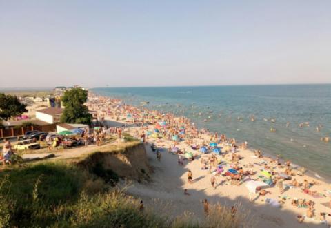 """Під """"гнітом"""" хунти: кримчанам показали фото забитих пляжів під Одесою (ФОТО)"""