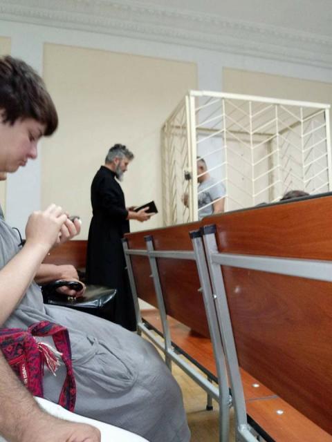 Сміливий український священник розчулив соцмережі своїм вчинком (ФОТО)