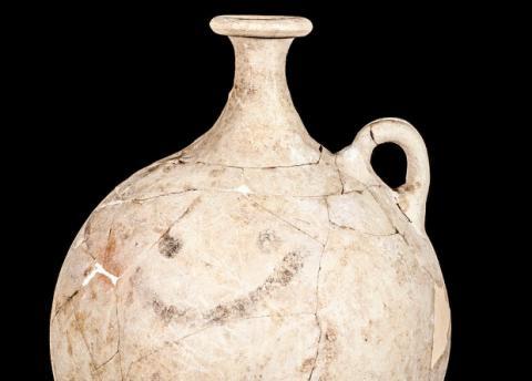 """У Туреччині археологи виявили древній глек зі """"смайлом"""""""
