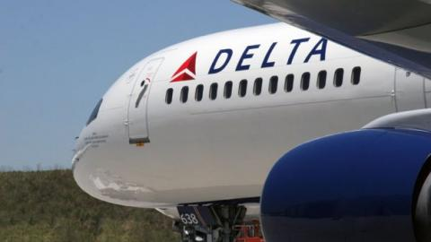 З росіянином на борту літака стався конфуз через анексію Криму