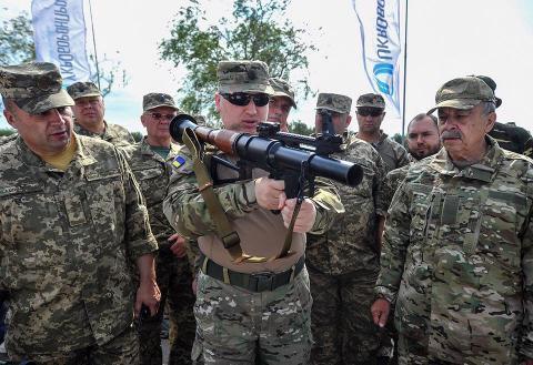 В РНБО показали новинки: як виглядає оновлене українське озброєння (ФОТО, ВІДЕО)