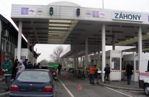 Україна обмежила рух вантажівок до Угорщини