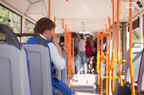 Трамвай, зібраний в Запоріжжі, проїхався містом (ФОТО, ВІДЕО)