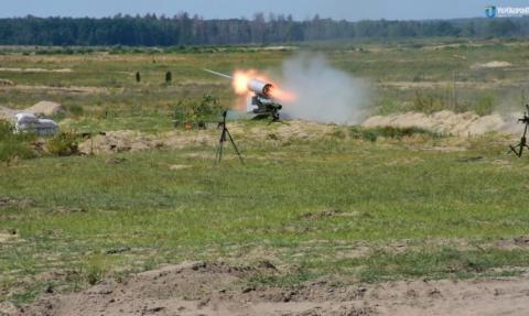 Порошенко похвалився успішним випробуванням безпілотного БТР «Фантом-2» (ВІДЕО)