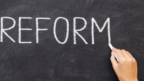 Чому в Україні загальмували реформи: думка експерта