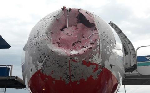 Героїчна посадка літака українськими пілотами: в мережі з'явилось ще одне відео (ВІДЕО)