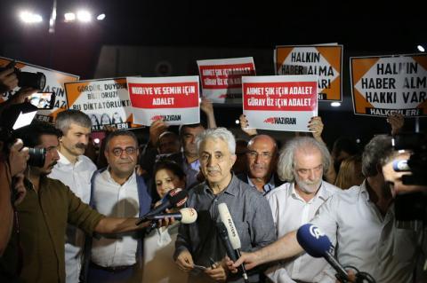 Сімох опозиційних журналістів відпустили з в'язниці у Туреччині