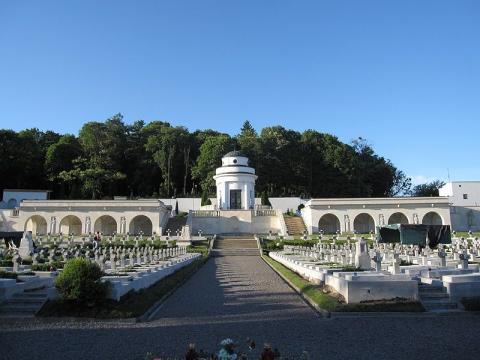 Польські паспорти набудуть нового вигляду: сторінки прикрасить львівський меморіал