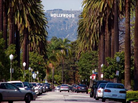 У Лос-Анджелесі машина в'їхала у натовп на вулиці
