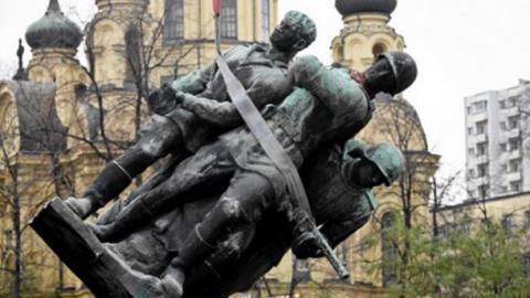 Москва погрожує Варшаві через знесення радянських пам'ятників