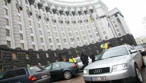 Українців почали штрафувати за авто з іноземними номерами