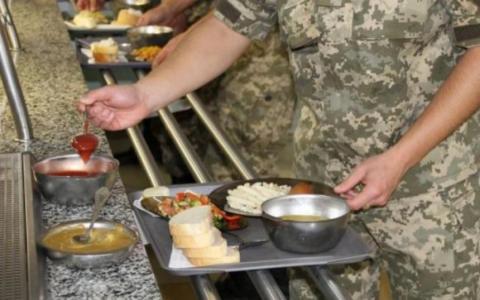 Смачного: солдат похвалився вечерею в армії (ФОТО)