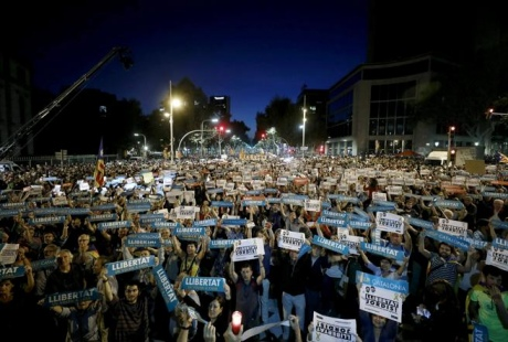 У Каталонії сотні тисяч людей виступили проти арештів громадських лідерів