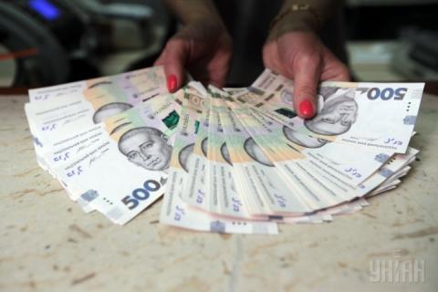 У Києві за місяць різко знизився рівень середньої зарплати