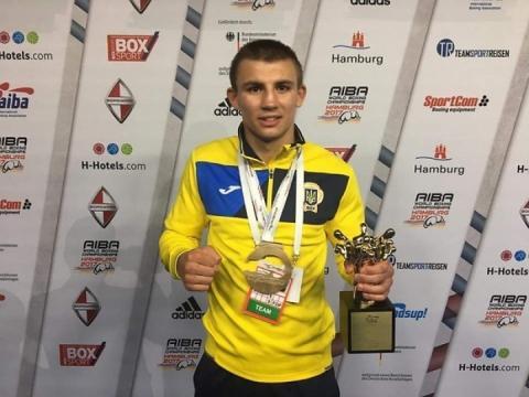 Боксера Олександра Хижняка визнано найкращим спортсменом України за підсумками вересня