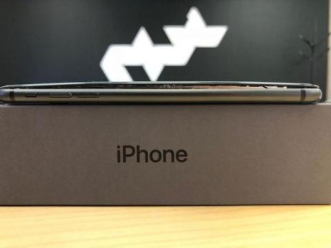 iPhone 8 Plus ()