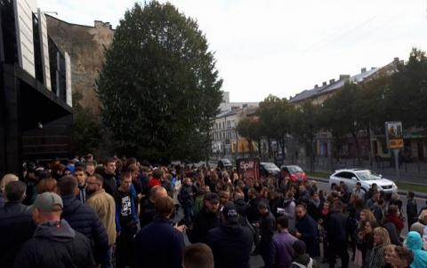 У Львові з-за протестів скасували концерт Бабкіна