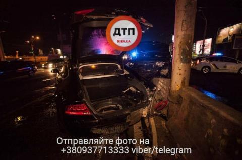 У мережі показали страшні наслідки нічних ДТП на київському перехресті