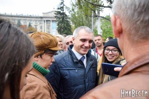 У Миколаєві провели віче на підтримку відстороненого мера