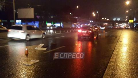 У Києві зіткнулися 5 автомобілів, є постраждала