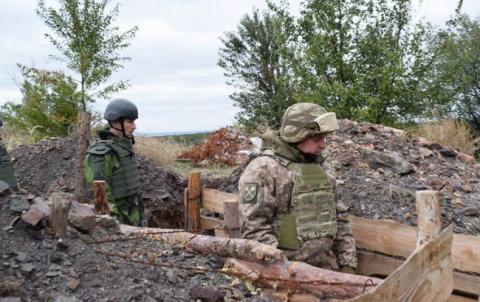Удень бойовики знову застосовували важке озброєння, - штаб АТО