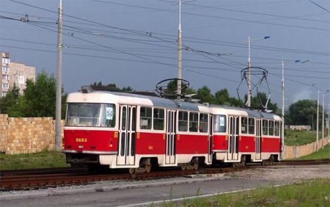 У Києві трамвай переїхав чоловіка