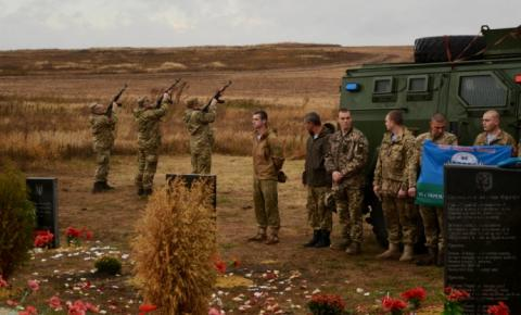 На горі Карачун відкрили пам'ятник українським героям