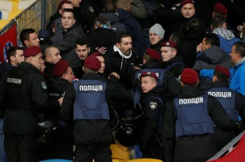 Хорватські фанати під час гри з Україною спровокували сутичку з поліцією на трибунах «Олімпійського»
