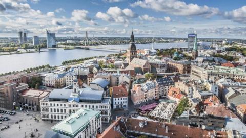 У Латвії середню освіту повністю переведуть на державну мову