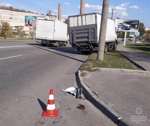 У Дніпрі вантажівка збила 3 пішоходів на переході, є загиблий
