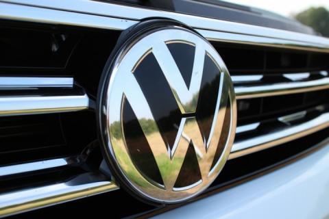 Вантажівки та автобуси німецького автогіганта не продаватимуть у Криму