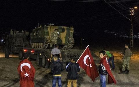 Туреччина стягнула військову техніку на кордон з Сирією