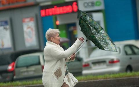 Синоптики попереджають про сильний вітер в Києві 14-15 жовтня
