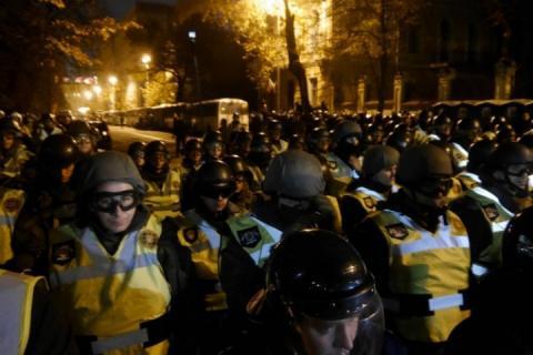 Під АП – передати законопроект про антикорупційний суд – прийшли нардепи та активісти