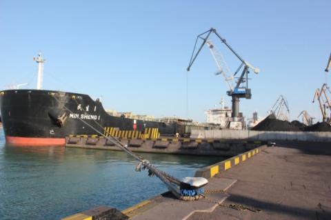 В Україну прибуло сьоме судно із вугіллям з ПАР