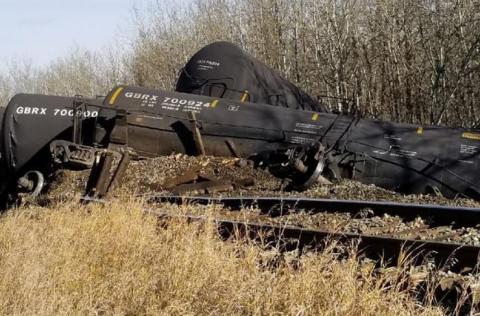 У Канаді зійшов з рейок потяг з нафтою