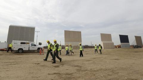 У США представили на огляд прототипи стіни для кордону з Мексикою